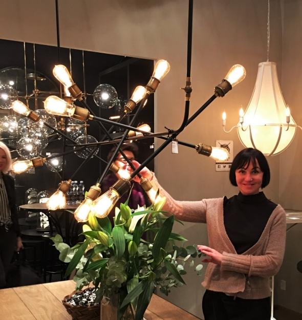 Голландский дизайн отличает соответствие формы содержанию, простота, оригинальность, инновации и традиции. Светильники от Schwung – это лаконичное освещение для стиля лофт. Кстати, Доминик и Руди – основатели бренда, открыли производство в Польше.